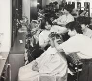 昭和60年当時の友喜美粧の店内
