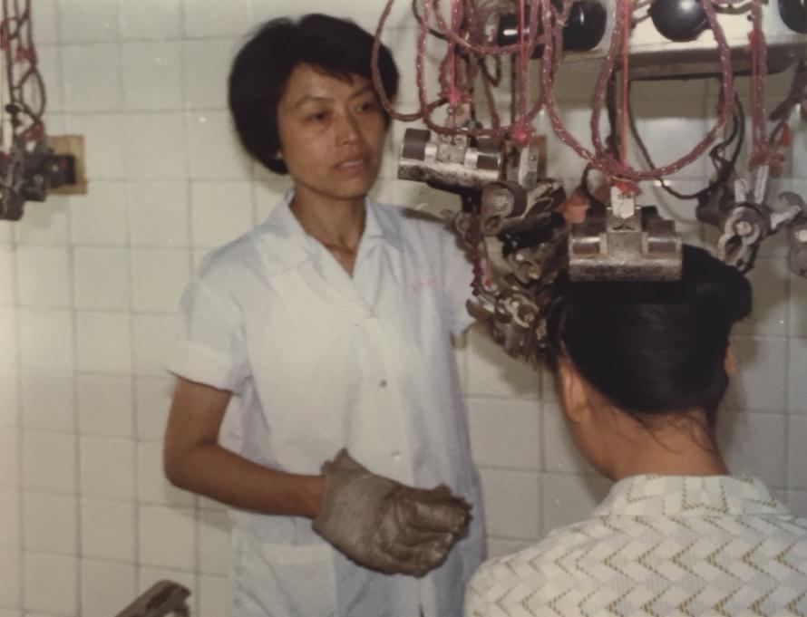 1982年 中国の南京の美容室で撮影した電髪